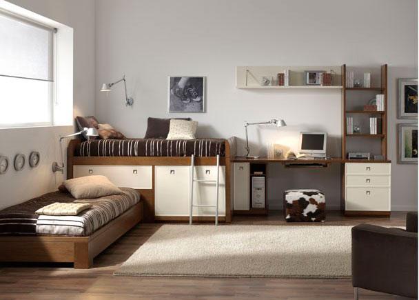 Habitación juvenil en chapa natural de Fresno y decapado beige. Cabe destacar la cama compacto alta que permite acoplar otra cama, sin perder capacidad de guardado.