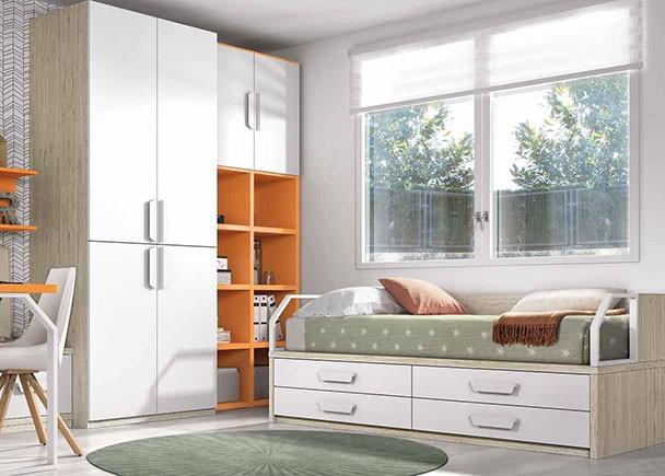 <p>Dormitorio juvenil equipado con un compacto bajo con 4 cajones grandes. El ambiente cuenta además con un armario estacional de 4 puertas y una librería de celdas regulares con armario superior. A la izquierda del armario se situa la zona de estudio.</p>