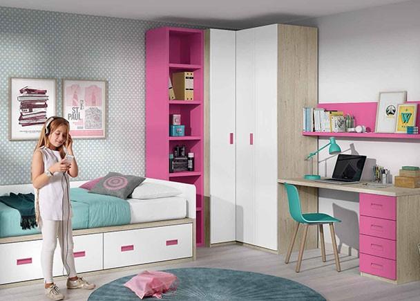 <p>Dormitorio infantil equipado con un compacto con base de dos cajones grandes. Entre la cama y el armario rincón, se ha colocado un módulo terminal con estantes en color destacado. El novedoso concepto de compacto, nos permite aprovechar cada pequeño rincón para almacenamiento.</p>