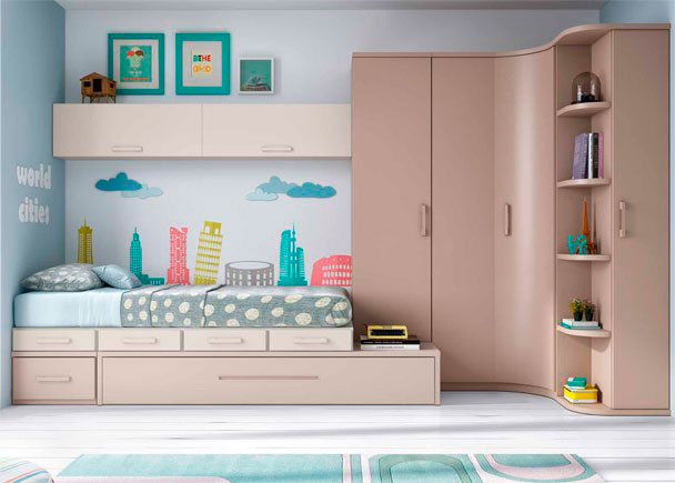 <p>Habitación Juvenil de línea modular con cama nido con somier de arrastre, cajones, armario apilable sobre tarima y armario rincón con terminal zapatero.</p>