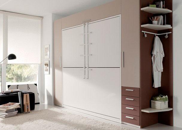 <p>Dormitorio juvenil con 2 camas abatibles horizontales de 90 x 190, dos armarios (uno de ellos con estantes altillo y barra, y el otro con altillo, barra y cajones), y estantería rincón (con tres estantes y barra colgar).</p>
