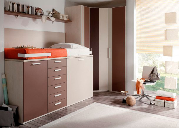 <p>Composición dormitorio juvenil con armario rincón y compacto alto con cajones y armario bajo el compacto.</p>