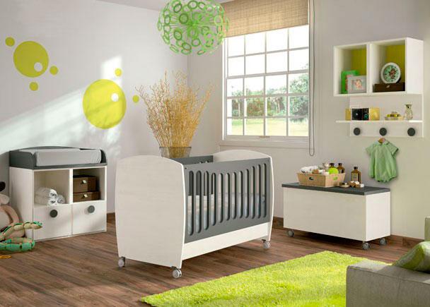 <p>La cuna BABY caracteriza por sus laterales abombados que le aportan un aire sofisticado y moderno.</p>