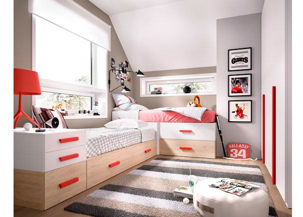 Este Dormitorio Juvenil, ha sido equipado a base de elementos modulares y apilables. Las cajoneras y la cama son extraíbles y de fácil arrastre.