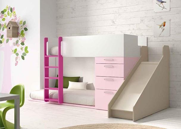 Dormitorio infantil con divertida litera tobogán.Los elementos que aparencen en la imagen son los siguientes:-Litera Tren Izquierda con Prote