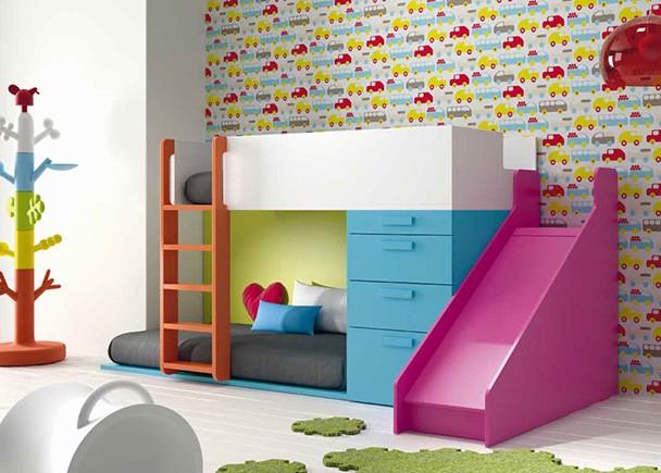 <p>Dormitorio infantil con divertida litera tobogán.<br />Los elementos que aparencen en la imagen son los siguientes: <br />-Litera Tren Izquierda con Protector Abierto.<br />Medidas: 200 x 146 h x 100 F<br />-Tobogan de 50 x 126 x 150<br />-Modulo Cama de 3 Cajones + 1 Contenedor.<br /> Medidas: 66,7 x 103 h x 100 F</p>
