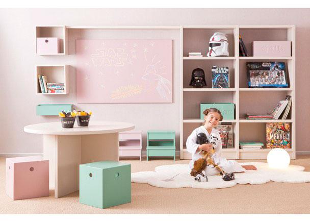 Zona de juegos para habitación infantil fabricada integramente en madera de haya. Este programa es completamente modular y se acaba en lacas texturadas