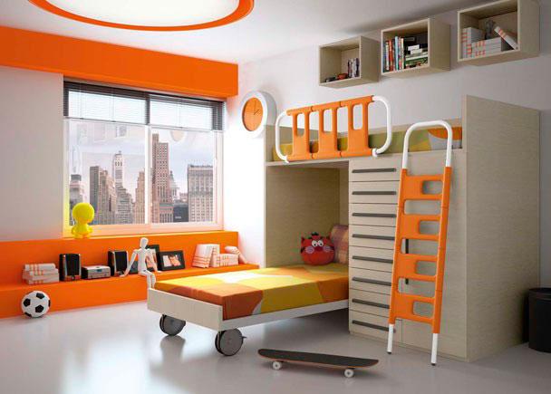 <p>Habitación infantil con litera en L compuesta por cama block alta con bajo de 8 cajones y armario de 1 puerta con guardamiedos basculante y escalera combinada. Bajo cama con ruedas grandes y estantes con trasera rectangulares.</p>