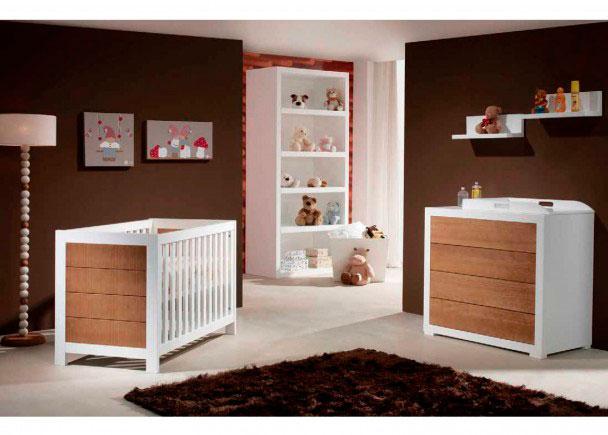 Habitación de bebé con cuna.Esta habitación se ha equipado con módulos de la serie Sport Push (no necesita tiradores, los cajones se