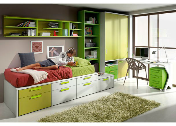 <p>Dormitorio juvenil con torre block de 7 contenedores, librería y armario de puertas correderas, escritorio con módulo de 3 cajones con ruedas y estantería.</p>