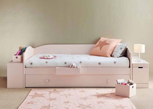 <p>Dormitorio juvenil modular de alta calidad de l&iacute;nea rom&aacute;ntica. Est&aacute; &iacute;ntegramente fabricado en madera de haya con lacas texturadas.</p>
