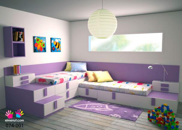 Dormitorio infantil con 3 camas. 1 cama nido base de 200x97x30 cm. Dos camas más sobre diferentes módulos apilables con y sin zócalo con alta capacidad de almacenaje. Módulo arcón con tapa elevable especial de 120x550x100 cm. 2 cubos para colgar sin puerta.