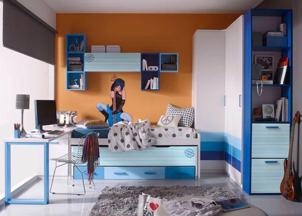 Dormitorio infantil dotado de armario rincón angular de líneas rectas y estantería terminal con mueble zapatero de dos puertas.  Ca