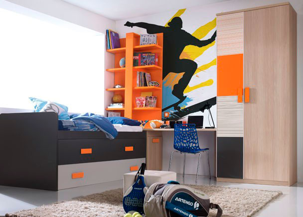<p>Moderno <strong>dormitorio juvenil con armario recto</strong> de dos puertas asimétricas, una de las cuales va decorada con 4 paneles de colores combinados.</p> <p></p> <p>La zona de estudio la compone una amplia encimera recta de 220 de largo apoyada sobre un arcón zapatero. Sobre el mismo descansa una estantería de 1 m de ancho con panel trasero y 4 estantes a tono con el resto de complementos.</p> <p></p> <p>La cama es un compacto con dos contenedores y arrastre.</p>