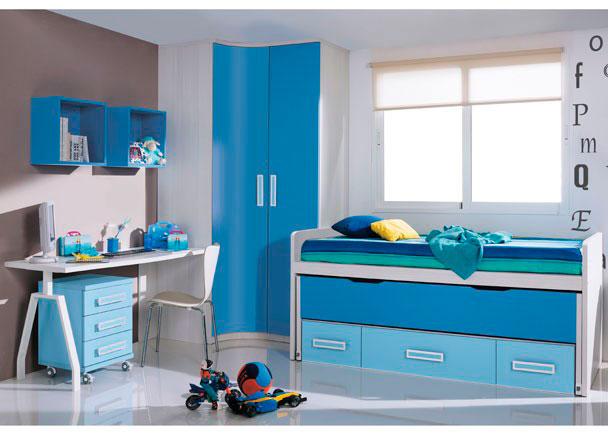 Dormitorio infantil equipado con armario rincón curvo-recto de 2 puertas. Junto al mismo hemos situado un práctico mueble compacto de 2 camas, una