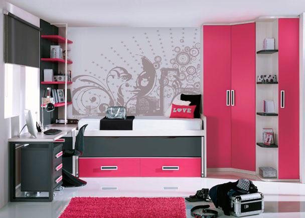 <p>Dormitorio juvenil equipado con una amplia armariada, formada por un armario rinc&oacute;n chafl&aacute;n-recto de 2 puertas y un mueble terminal zapatero de la misma altura del armario, que cuenta con 1 puerta y estantes vistos.</p> <p>&nbsp;</p> <p>Junto al armario se sit&uacute;a un mueble compacto de dos camas con nido oculto y dos contenedores.</p> <p>&nbsp;</p> <p>Para la zona de estudio, hemos empleado una encimera recta de 240 cm de largo, que se apoya sobre un arc&oacute;n zapatero de 1 puerta en uno de sus extremos y en un pie doble en el lado contrario.</p> <p>&nbsp;</p> <p>Bajo la mesa de estudio, se aloja perfectamente una c&oacute;moda mesita con ruedas de 3 cajones.</p> <p>&nbsp;</p> <p>Para completar la zona de estudio, hemos colocado una moderna estanter&iacute;a con soporte met&aacute;lico que descansa sobre el arc&oacute;n zapatero. Sus dimensiones son: &nbsp;1 m de ancho x 164 de altura y dispone de 4 estantes.</p>