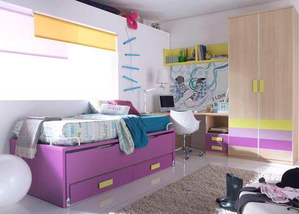 <p>Alegre habitación infantil equipada con armario de 1 m de ancho, con 2 puertas de 5 paneles.</p> <p></p> <p>Compacto con nido oculto abatible y dos gavetas. Hemos añadido 4 elementos esquineros para sujetar el colchón.</p> <p></p> <p>La zona de estudio la hemos situado aprovechando todo el espacio disponible entre el armario y la cama compacta. Para tal fin, hemos elegido una encimera chaflán de 150 x 150, que se apoya sólidamente sobre unos costados en ángulo y un módulo bajo de dos cajones con hueco.</p> <p></p> <p>Para completar la zona de estudio, hemos optado por un mueble diáfano abierto de 150 de ancho acabado en el tono elegido.</p>