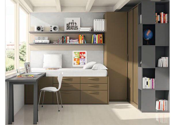 <p>Habitación juvenil con importante armariada constituída por un armario rincón mixto y dos hojas correderas.</p>
