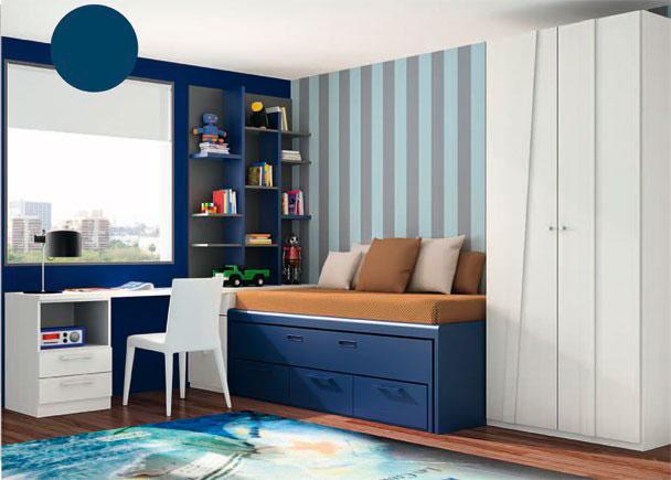 <p>Dormitorio juvenil con armario de dos puertas, de 102 x 226,4 de altura.</p> <p></p> <p>La zona de descanso la constituye un compacto de dos camas, una superior de 90 x 190 y una inferior oculta del 90 x 180. Este mueble compacto incorpora 3 cajones en sus base.</p> <p></p> <p>Junto a la cama, hemos situado un arcón extraíble, sobre el que descansan la mesa de trabajo (sobre recto de 240,4 x 53 de fondo) y una estantería sobreencimera de 150,5 de altura y panel trasero.<br />El otro extremo de la mesa, se apoya directamente sobre un módulo de 50 cm de ancho, con dos cajones y un hueco.</p>