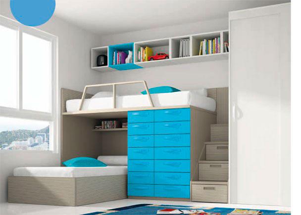 Dormitorio infantil con armario de una puerta corredera. Junto al armario se sitúa una escalera compuesta por cajones contenedores especial para camas ti