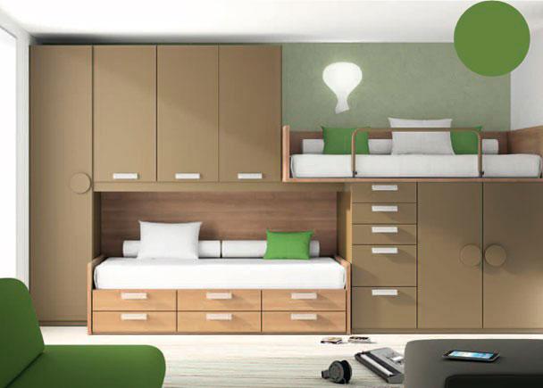 Dormitorio infantil de dos camas completamente equipado con sistema de armarios y camas tipo block.  La composición se ha iniciado (de izquierda