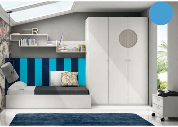 <p>Dormitorio juvenil con armario de 3 puertas de 151,8 x 266.4 de altura. Dos de las puertas presentan un rebaje a modo de circulo, con un tratamiento diferente al de las puertas.&nbsp;</p> <p>&nbsp;</p> <p>Junto al armario, se sit&uacute;a la zona de descanso, para lo que se ha elegido una base elebable para cama de 90 x 190. La cama queda prefectamente rematada y aislada del contacto directo con la pared, gracias a un simp&aacute;tico panel de 2 mts, realizado a base de l&aacute;mas de 20 cm, combinando dos colores y cubriendo la pared hasta 120,5 cm de altura, y por otro panel liso a modo de cabezal, cortado a 87 x 105.</p> <p>&nbsp;</p> <p>Sobre la pared, hemos realizado una composici&oacute;n, a base de m&oacute;dulos altos d&iacute;afanos, que hemos colocado caprichosamente.</p> <p>&nbsp;</p> <p>El ambiente se ha completado con una mesita con ruedas de 50 cm de ancho y 2 cajones.</p>