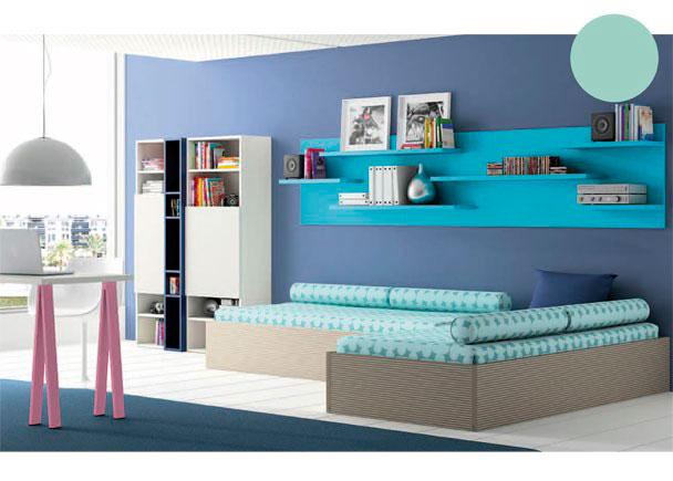 <p>Amueblada con dos camas de estructura de aro recto para somier de 90 x 190 colocadas en ángulo recto.</p>