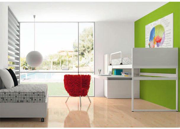 <p>Habitación infantil con módulo litera que incorpora zona estudio con una puerta. Litera sona estudio con cama superior que incluye barandilla guardamiedos abatible. Cama base para somier de 90 x 190.</p>