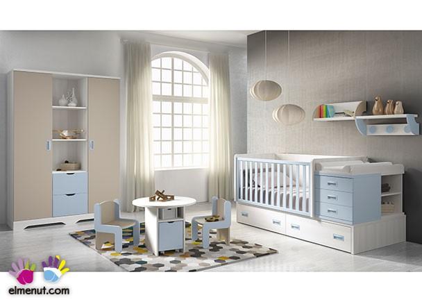 Habitación de bebé equipada con cuna convertible para colchón de 140 x 70 y base de 2 cajones. El ambiente se complementa con un armario mi