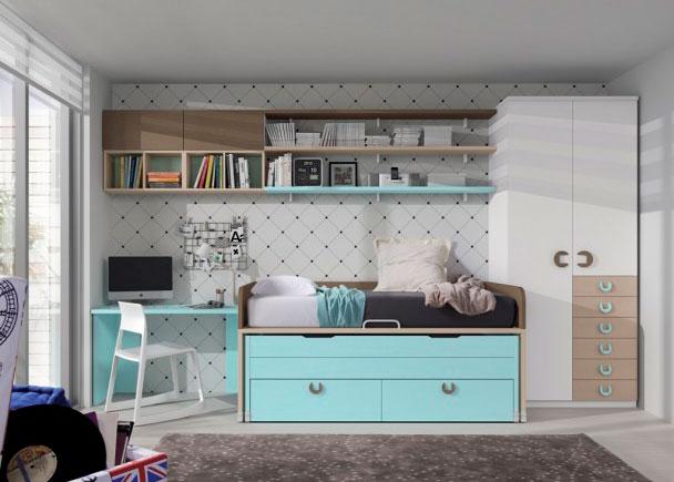 <p>Dormitorio intantil con compacto de 2 camas con armario y escritorio. El compacto cuenta con una cama deslizante y dos grandes baules contenedores en la parte inferior. El armaro es un modelo recto con sinfomier de cajones vistos. Como complemento se ha a&ntilde;adido un escritorio y una composici&oacute;n mural realizada a base de estantes y modulos de puerta elevable.</p>