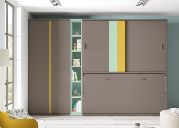 <p>Juvenil con cama abatible horizontal para colchón de 90 x 190 y armario superior de puertas correderas, armario de puertas largas y librería a tono con los paneles decorativos de una de las puertas.</p>