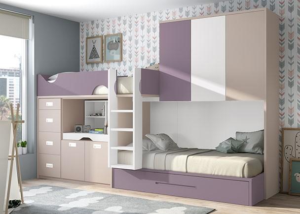 <p>Habitación infantil con 3 camas, equipada con unas literas tipo tren con somier de arrastre en la cama inferior.</p>