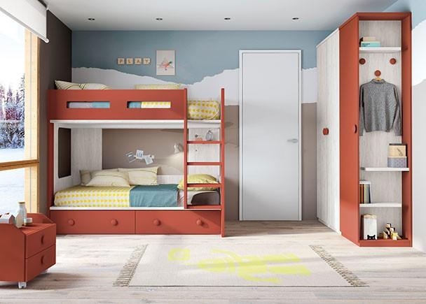 <p>Habitación infantil con Literas. La cama nido inferior lleva con 2 cajones. En la pared perpendicular se ha colocado la zona de armarios, con un terminal perchero con colgadores.</p>