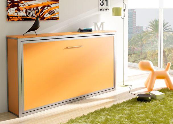 Habitación juvenil con cama abatible horizontal para somier de 90 x 190. La composición se ha terminado con una tapa exterior para camas bajas y d