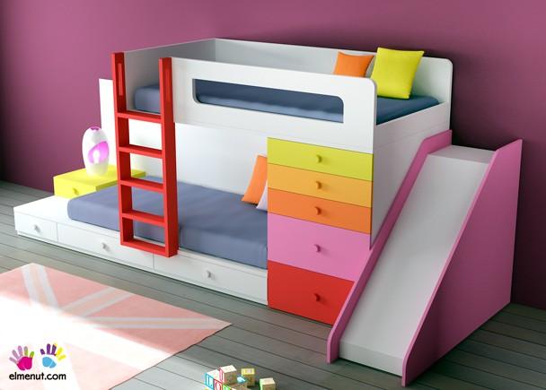 Dormitorio Infantil Con Cama Tren Con Cajones Y Tobogán De Colores