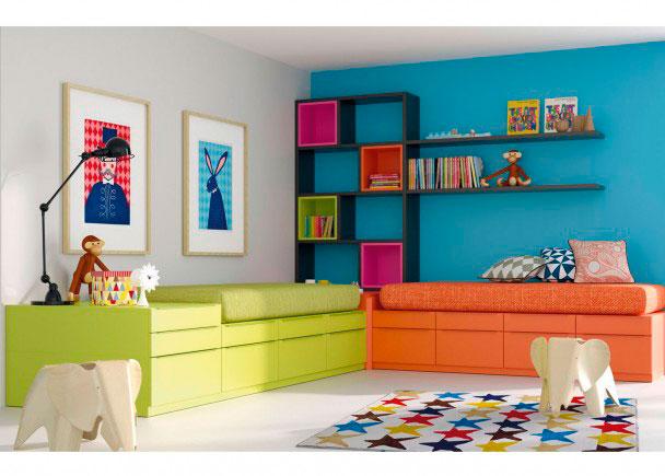 <p>Dormitorio juvenil con dos camas modulares compuestas a base de prácticos y versátiles CUBOs.</p>