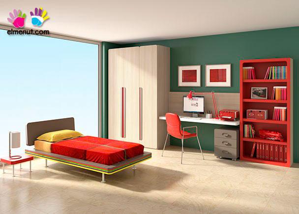 <p>Habitación infantil equipada con una cama con cabezal sobre base de tarima con patas. El ambiente se completa con una zona de estudio y un armario recto de 3 puertas.<br />El resultado es una novedosa propuesta basada en divertidas combinaciones de color.</p>