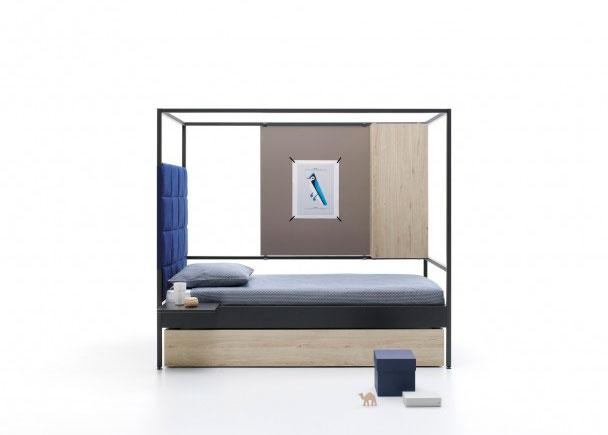 <p>Cama Doos, con nido de arrastre, completamente combinable, para colch&oacute;n de 90 x 200. Como complemento lleva, un cabezal acolchado cuadricula, una cama nido, un contenedor vertical, un panel liso y una mesita removible.</p>