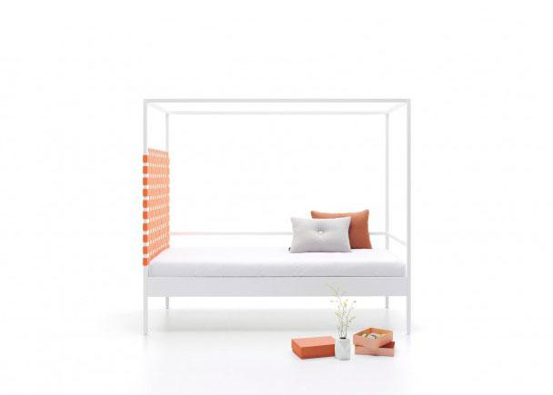 <p>Cama metálica para colchón de 90 x 200 con cabezal de cinchas elásticas. Se fabrica también para medida de colchón de 105.</p>