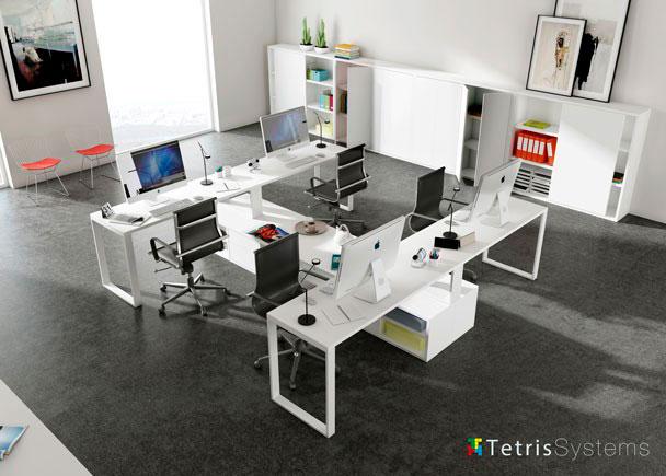 <p>Despacho multi-office con 4 puestos de trabajo equipado con mesas rectas, cada una con un archivador bajo transversal di&aacute;fano.</p>