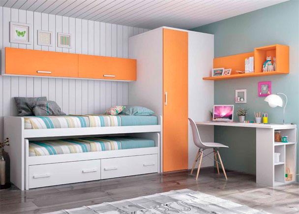 Este Dormitorio Infantil, ha sido equipado con un compacto alto de dos camas con deslizante de frente abierto y 2 baúles nido.