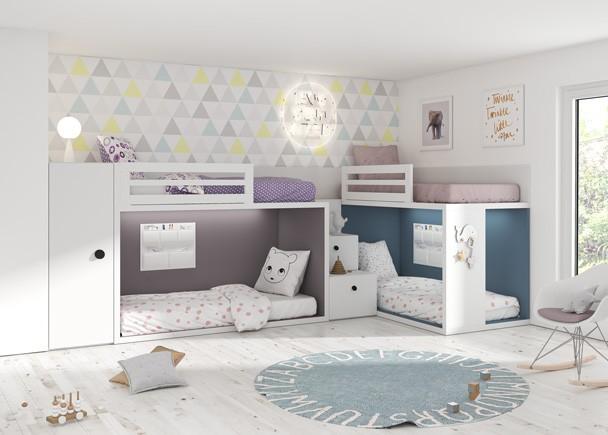 <p>Habitación infantil con dos literas a ras de suelo, completada con un armario de la misma altura que el respaldo de la cama superior y una práctica escalera de cajones.</p>