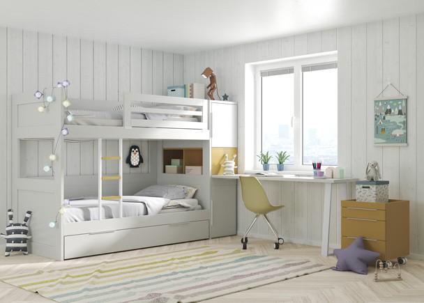 <p>Dormitorio infantil con litera de 3 camas, armario y zona de estudio.&nbsp;En la cabecera de las camas se han colocado unos m&oacute;dulos apilados de 1 metro de fondo, siendo todos independientes entre s&iacute;, y quedando el m&oacute;dulo central con acceso desde el interior de la cama baja.&nbsp;</p>
