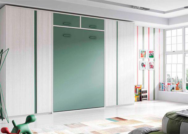 <p>Juvenil con cama abatible vertical con altillo para somier de 135 x 190. A ambos lados se han colocado sendos armarios rectos de puertas asim&eacute;tricas.</p>
