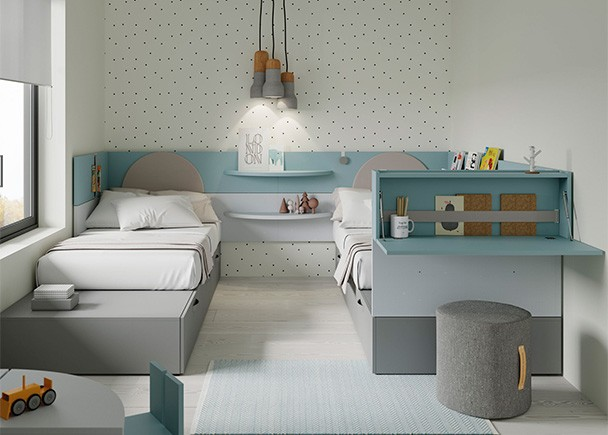 <p>Juvenil con dos camas modulares y cabezal arrimadero con chichoneras. Como complementos se han incluidos unos tapizados en arco a modo de chichonera y un secreter colgado de tapa abatible que cumple la función de pequeño escritorio.</p>