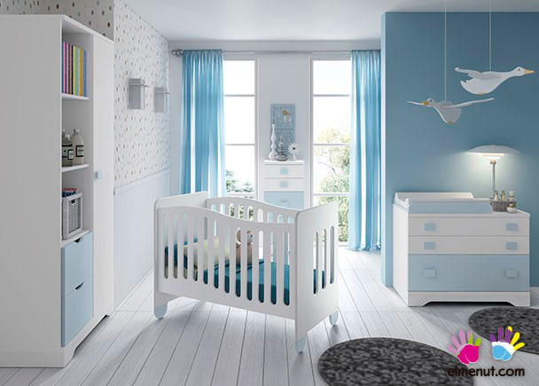 Habitación Infantil equipada con una práctica cuna con patas + Armario de 2 puertas + Comoda-Cambiador de 2 cajones + 1 contenedor.Los eleme