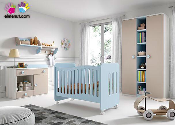 <p>Habitaci&oacute;n de beb&eacute;, equipada con una cuna con ruedas + Armario de 2 puertas + Comoda-Cambiador</p>