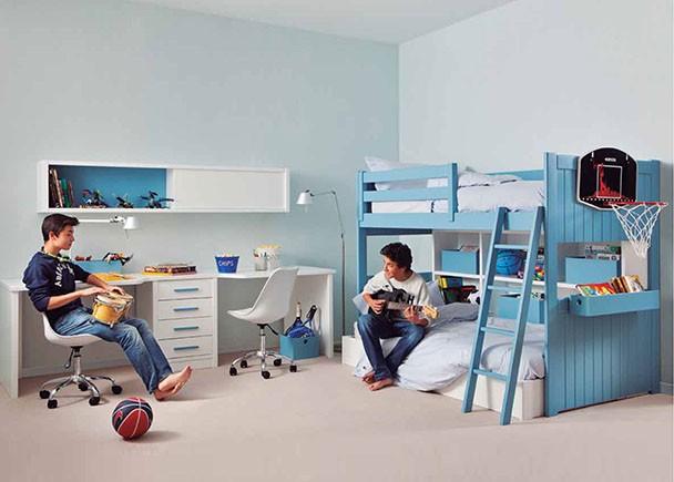 <p>Habitaci&oacute;n infantil modular de alta calidad. <br />Este mobiliario sigue una linea practica y funcional, ya que ha sido dise&ntilde;ado pensando en los espacios reducidos. Est&aacute; integramente fabricado en madera de haya con lacas texturadas.<br /><br />Los elementos que aparecen en la imagen son:&nbsp;</p> <p>-Litera con friso modelo LOFT BAH&Iacute;A de 105 x 200<br />-Quitamiedos de 120 cm&nbsp;<br />-Aro bajo de 90 x 190<br />&nbsp;-Librer&iacute;a de litera de 203 x 113 h x 29 F<br />&nbsp;-Tapa con forma especial de 262 x 73&nbsp;<br />-Bajo de 4 cajones de 54 x 50 x 74 h<br />&nbsp;-Costadillo de 70 x 74&nbsp;<br />-Galer&iacute;a de 212 x 29 F x 40 h&nbsp;<br /><br />Complementos opcionales (no inclu&iacute;dos en el precio):<br /><br />-Maxi Box m&oacute;vil de 70 x 15 x 12<br />-Box de 40 x 25 x 19&nbsp;<br />-Box de 25 x 25 x 19&nbsp;<br />-Box de 40 x 15 x 12&nbsp;</p>