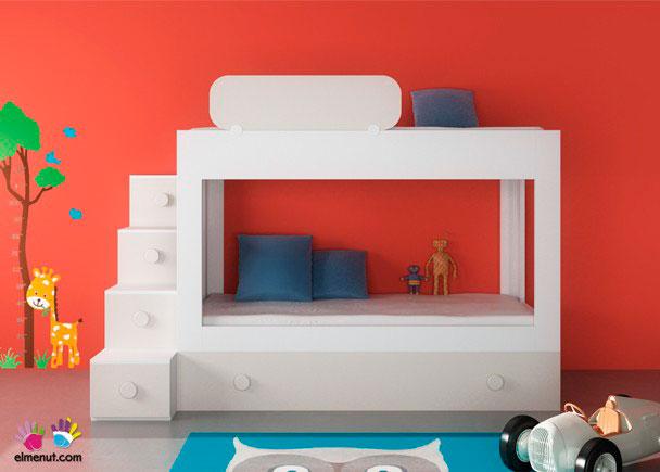 Habitación infantil con moderna Litera de 2 camas + base nido con somier de arrastre.Los elementos que aparecen en la imagen son los siguientes:-Litera para colchones de 90 x 190 con cama nido integrada. Medidas: 200 x 100 F x 145 h-Quitamiedos móvil de 100 x 3 x 28 h-Escalera con 4 cajones 40 x 120 x 120