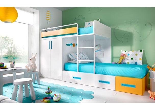 Habitación Infantil con camas tipo Tren. Dispone de una Cama con base de tarima + Armario base de 100 + cama modular baja.